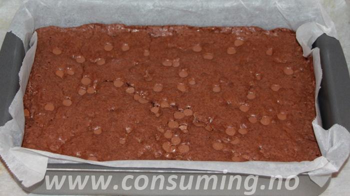 Melkesjokoladebrownies ferdig stekt