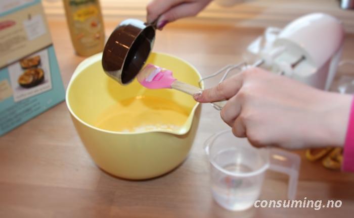 Fylte muffins baking