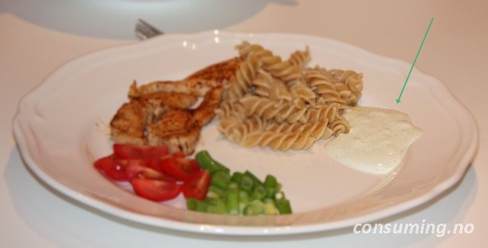 Kaldrøt saus hvitløk og urter til maten