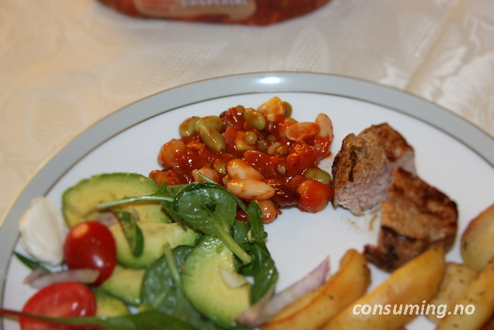 Bønne & linsesalat på tallerken