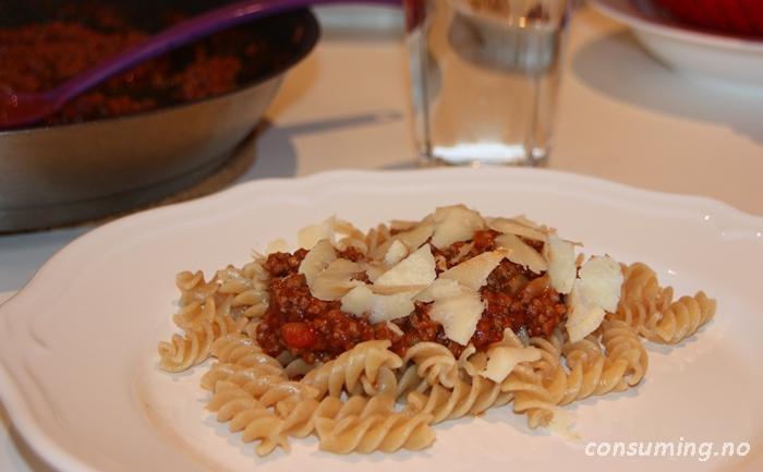 Pastasaus hvitløk og urter Barilla på tallerkenen