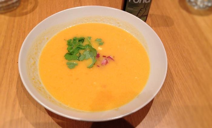 Fond grønnsaker suppen er klar