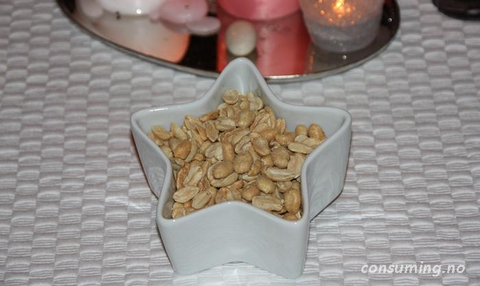 Peanøtter uten olje i skål