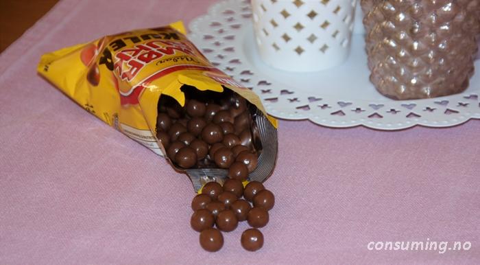 Smørbukkkuler på duken