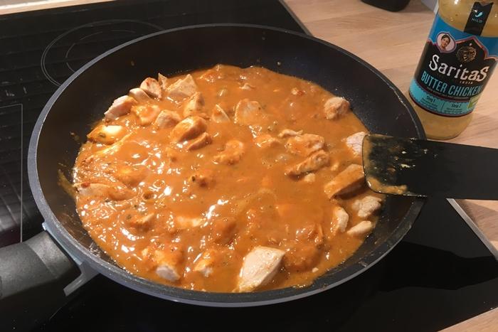 saritas-butter-chicken-i-steikepanna